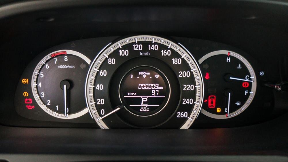 Đánh giá xe Honda Accord 2017: Đánh giá bảng đồng hồ sang trọng j552
