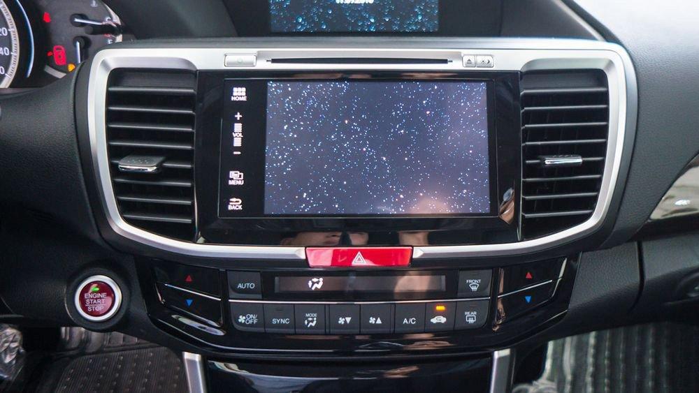 Đánh giá xe Honda Accord 2017: đánh giá màn hình cảm ứng f242