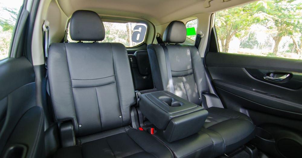 So sánh xe Hyundai Santa Fe 2017 và Nissan X-Trail 2017 về ghế xe 5