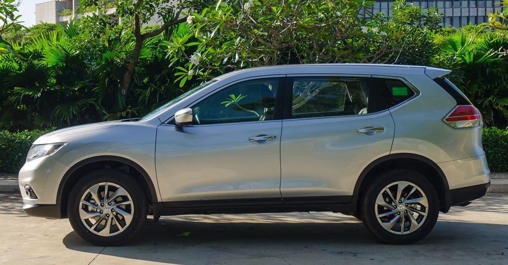 So sánh xe Hyundai Santa Fe 2017 và Nissan X-Trail 2017 về thân xe 23