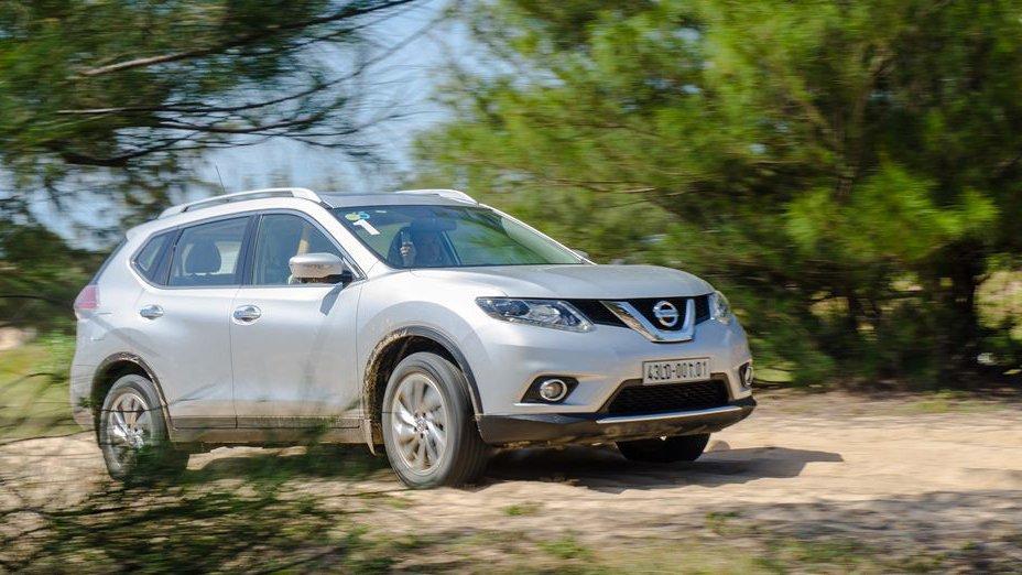 So sánh xe Hyundai SantaFe 2017 và Nissan X-Trail 2017: Lão làng vẫn là kẻ chiến thắng.