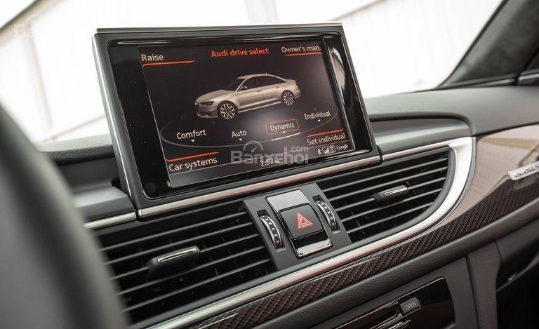 Đánh giá xe Audi S6 2017: Xe được trang bị nhiều tính năng giải trí.