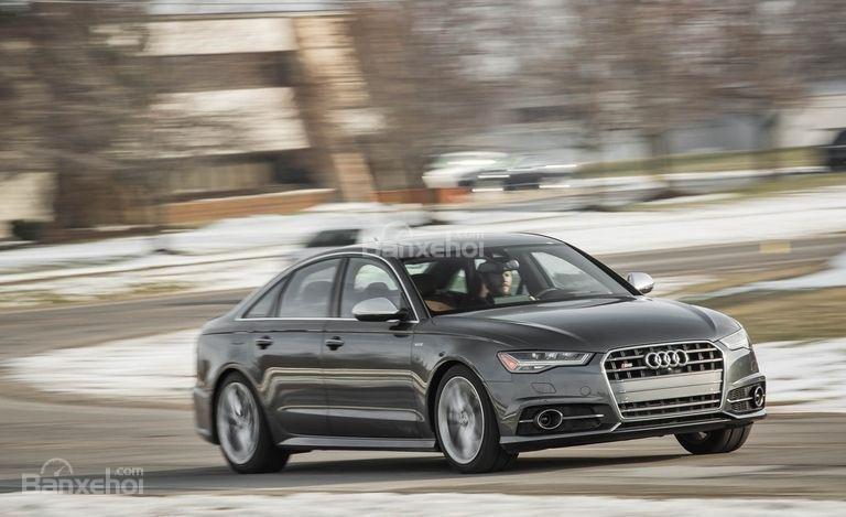 Đánh giá xe Audi S6 2017: xe có khả năng xử lý nhanh nhạy.