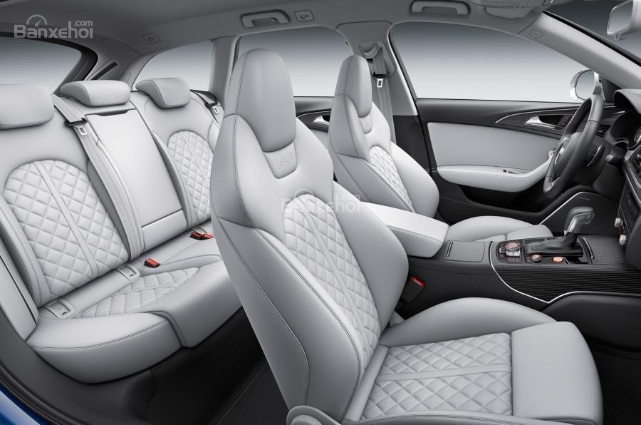 Đánh giá xe Audi S6 2017: Cả 2 hàng ghế đều được bọc da sang trọng.