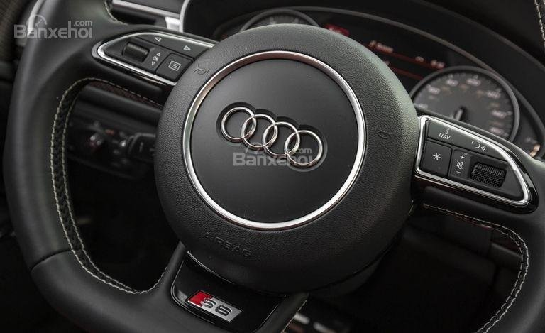 Đánh giá xe Audi S6 2017: Vô lăng bọc da.