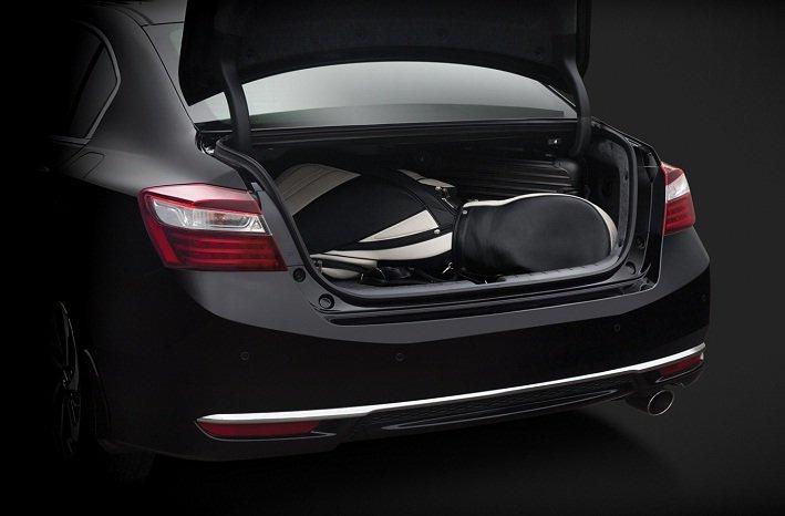 Đánh giá xe Honda Accord 2017: không gian khoang hành lý a56