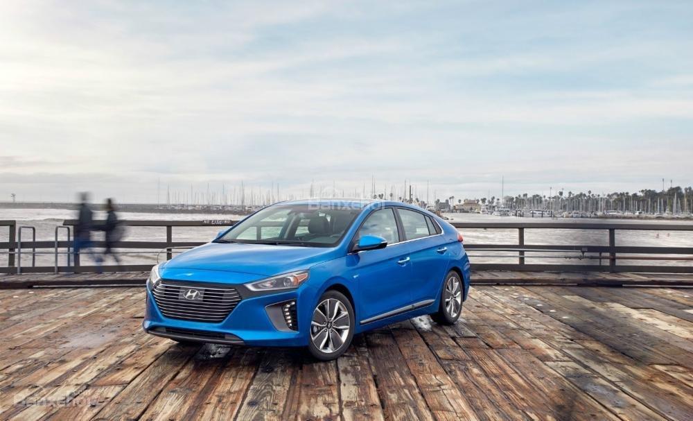 Đánh giá xe Hyundai Ioniq Hybrid 2017: Đủ sức phá vị thế độc tôn của Prius