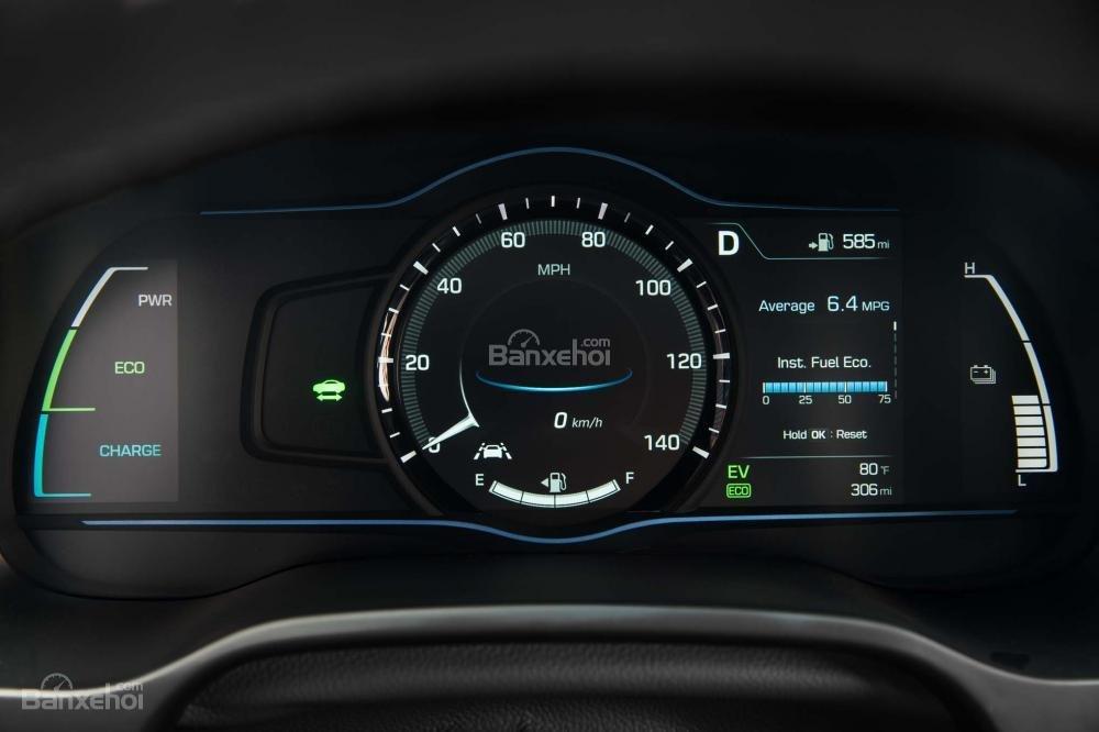 Đánh giá xe Hyundai Ioniq Hybrid 2017: Bbảng đồng hồ kỹ thuật số hiện đại a1