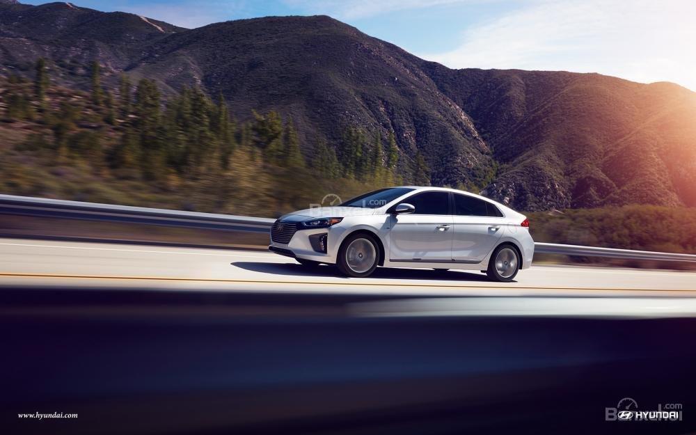 Hyundai Ioniq Hybrid 2017 không phải là lựa chọn dành cho tín đồ tốc độ.