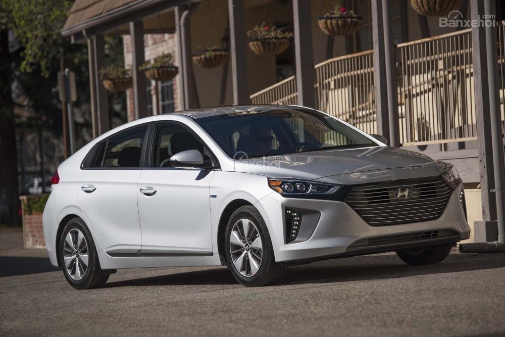 Đánh giá xe Hyundai Ioniq Hybrid 2017: Sẽ tạo nên làn sóng lớn nhấn chìm tượng đài Toyota Prius