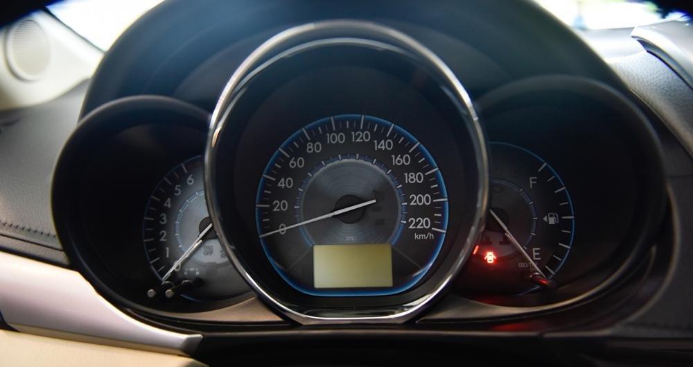 So sánh xe Honda City 2017 và Toyota Vios 2017 về cụm đồng hồ 3