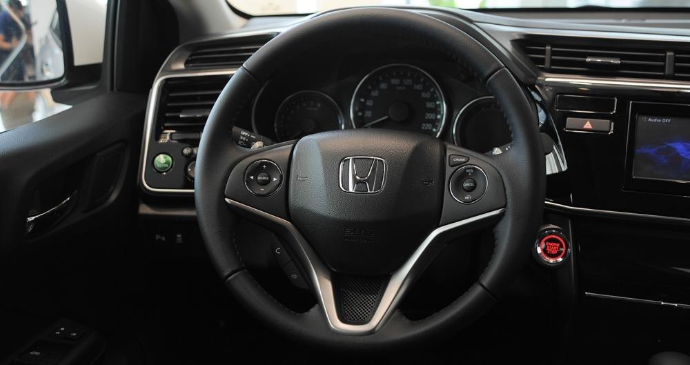So sánh xe Honda City 2017 và Toyota Vios 2017 về tay lái 5