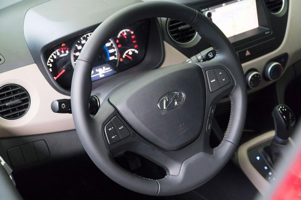 So sánh xe Hyundai Grand i10 2017 và Kia Morning 2017 về vô-lăng.