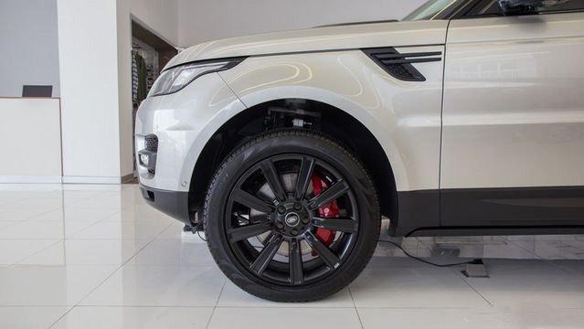 Đánh giá xe Land Rover Range Rover Sport 2017: Xe có nhiều đường nét mềm mại hơn 0146a