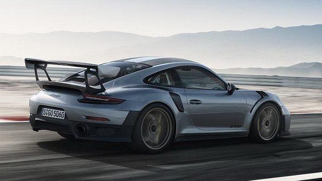 Trọng lượng của Porsche 911 GT2 RS 2018 911 GT2  RS 2018 chỉ còn 1.470 kg sau khi nạp đầy nhiên liệu 1