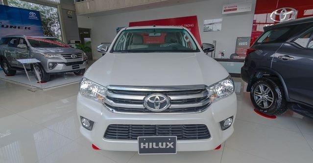 Đánh giá xe Toyota Hilux 2017: Đầu xe khỏe khoắn nhờ các thanh kim loại bản to a3