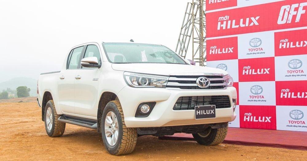 Đánh giá xe Toyota Hilux 2017: Kích thước xe được thay đổi r106