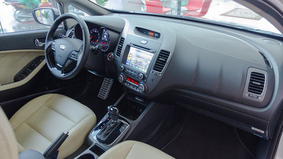 So sánh nội thất xe Chevrolet Cruze 2017 và Kia Cerato 2017: Cruze áp đảo 2