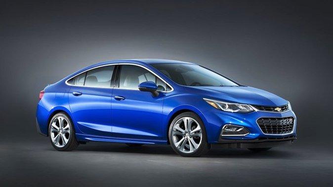 So sánh xe Chevrolet Cruze 2017 và Kia Cerato 2017: Chọn xe đi êm hay chọn xe tiện dụng? 2