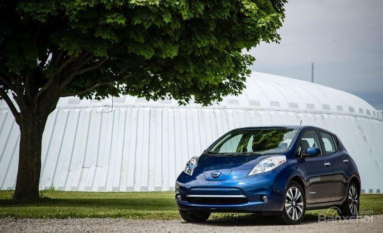 Đánh giá xe Nissan Leaf 2017: Mẫu hatchback 5 chỗ rộng rãi, tiện dụng,