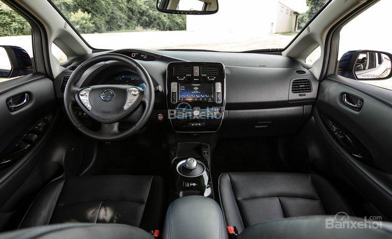 Đánh giá xe Nissan Leaf 2017: Nội thất xe.