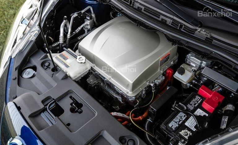 Nissan Leaf 2017 sử dụng pin lithium-ion 30kWh tiêu chuẩn cho động cơ điện.