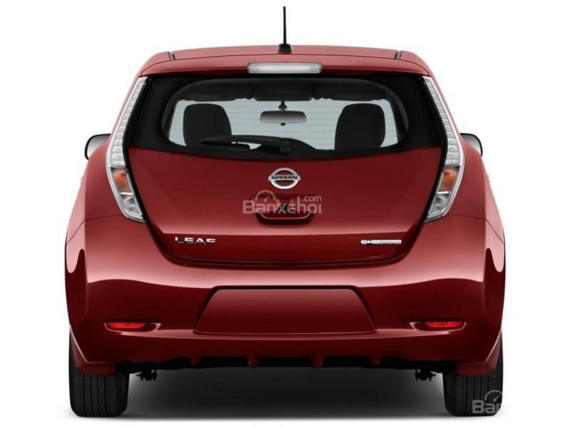 Đánh giá xe Nissan Leaf 2017: thiết kế đuôi xe cũng khá đặc biệt.