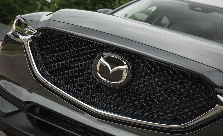 Đánh giá xe Mazda CX-5 2018: Lưới tản nhiệt của xe rộng hơn a5