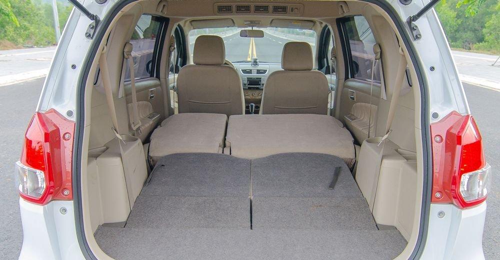 Dung tích khoang hành lý Suzuki Ertiga 2017 đạt 736 lít khi gập hàng ghế sau.