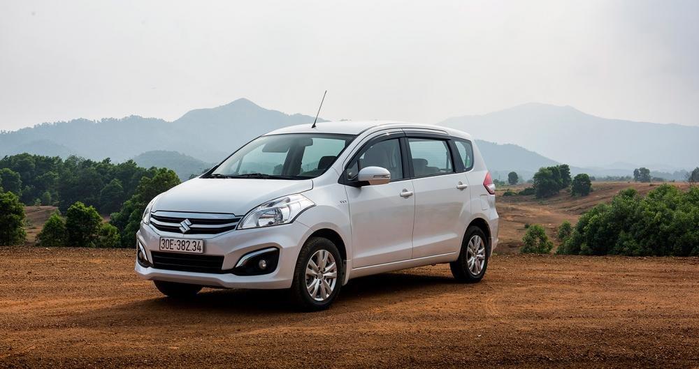 Đánh giá xe Suzuki Ertiga 2017: Thân xe nhấn mạnh sự vuông vức và thực dụng.