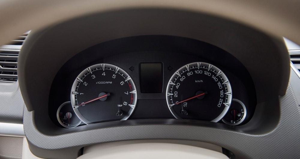 Đánh giá xe Suzuki Ertiga 2017: Đồng hồ lái thiết kế không quá phức tạp, cầu kỳ a.