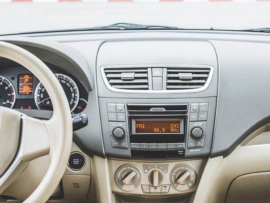Suzuki Ertiga 2017 vẫn sở hữu bảng tap-lô chữ T và cách phối màu không đổi.