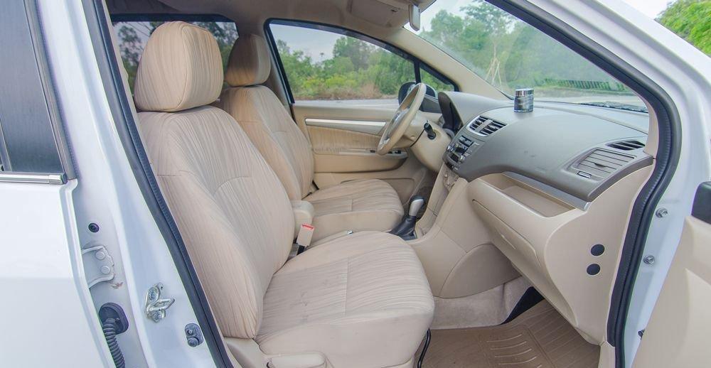 Tất cả ghế ngồi của Suzuki Ertiga 2017 đều được bọc nỉ cao cấp a1