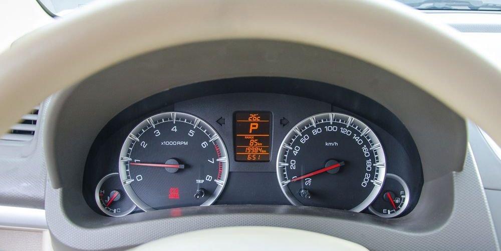 Đánh giá xe Suzuki Ertiga 2017: Đồng hồ lái thiết kế không quá phức tạp, cầu kỳ .