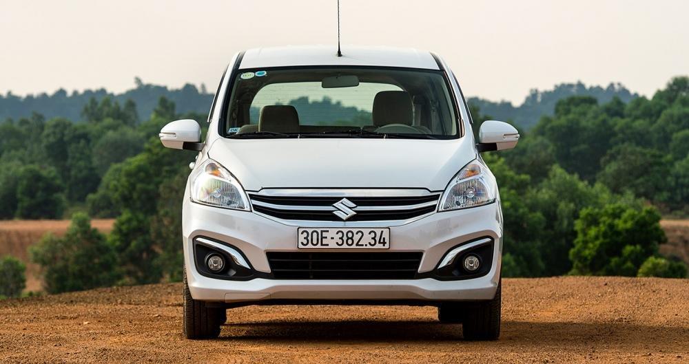 Đánh giá xe Suzuki Ertiga 2017: Thiết kế đầu xe lịch lãm đúng chất Suzuki.