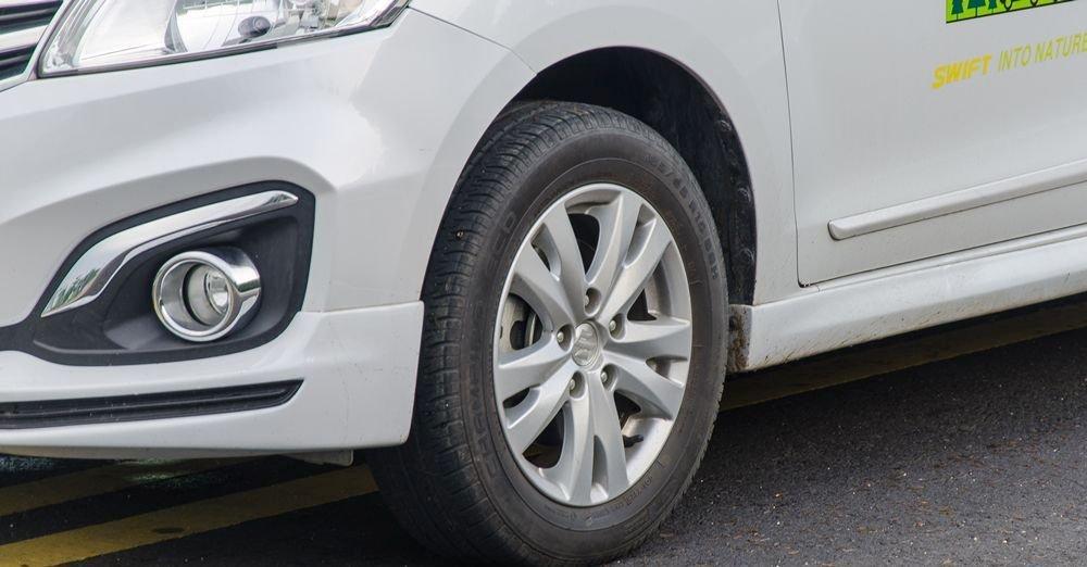 Đánh giá xe Suzuki Ertiga 2017: La-zăng hợp kim kích thước 15 inch.
