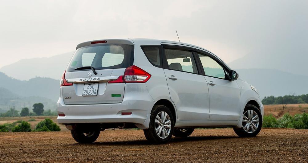 Đánh giá xe Suzuki Ertiga 2017: Đuôi xe gọn gàng, bớt đơn điệu so với phiên bản trước.