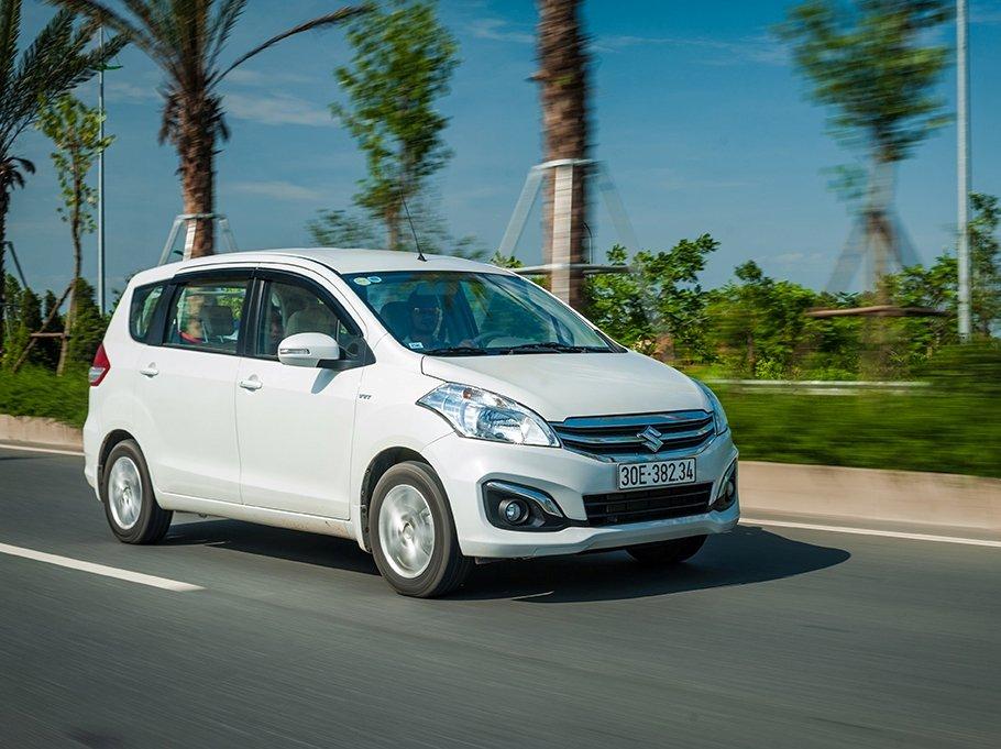 Suzuki Ertiga 2017 di chuyển trong phố nhẹ nhàng như một chiếc xe nhỏ.