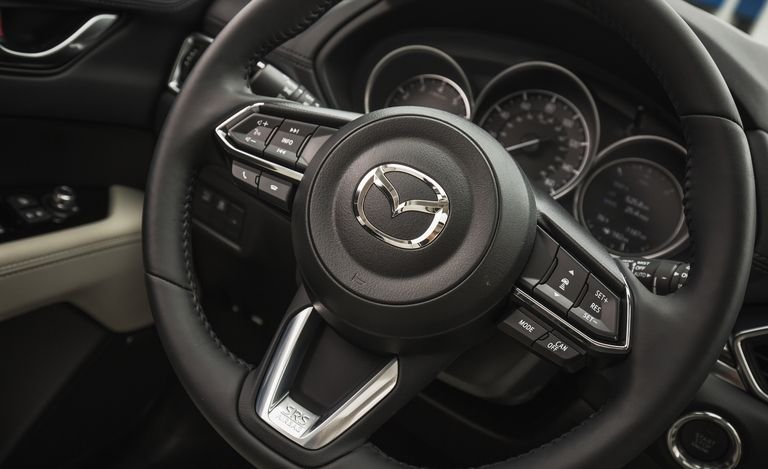 Đánh giá xe Mazda CX-5 2018: Vô-lăng nâng cấp bọc da hiện đại 119a