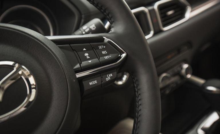 Đánh giá xe Mazda CX-5 2018: Vô-lăng tích hợp nhiều nút điều khiển tiện nghi 120a