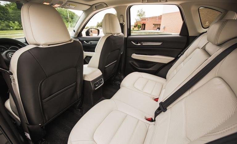 Đánh giá xe Mazda CX-5 2018: Ghế sau xe rộng rãi a117