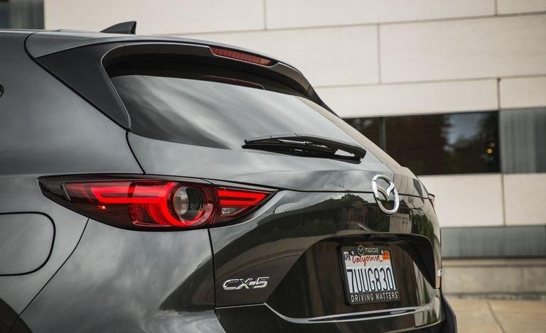 Đánh giá xe Mazda CX-5 2018: Đuôi xe trẻ trung a113
