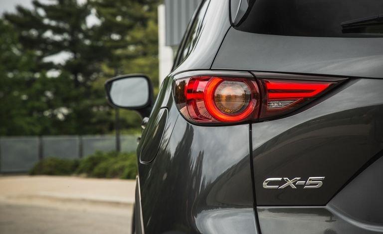 Đánh giá xe Mazda CX-5 2018: Dễ dàng nhận biết với chứ CX-5 a114