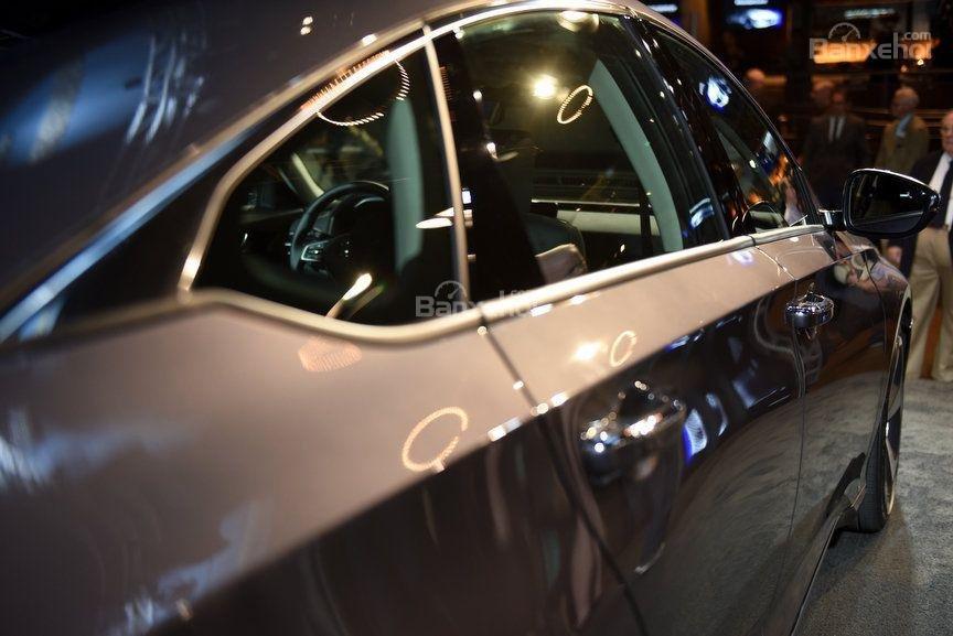 Đánh giá xe Honda Accord 2018: Thân xe có thiết kế mềm mại.