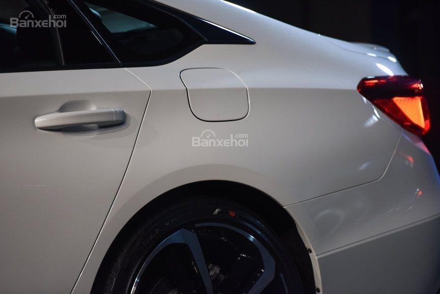 Đánh giá xe Honda Accord 2018: Tay nắm cửa gần đuôi xe.