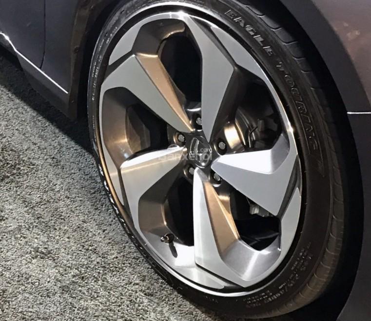 Đánh giá xe Honda Accord 2018: Mâm xe hợp kim.