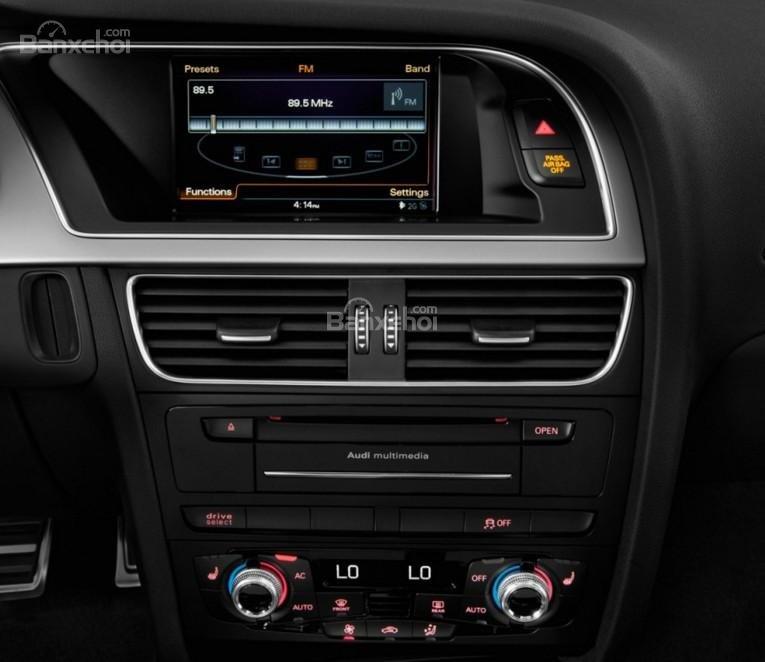 Đánh giá xe Audi S4 2018: Xe được trang bị nhiều tiện ích hiện đại.
