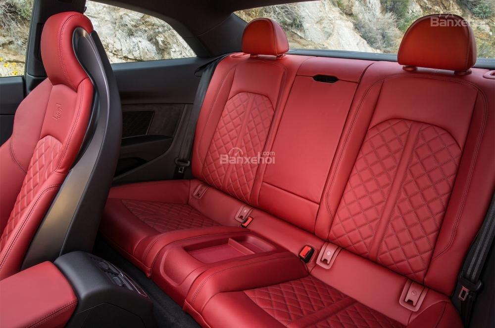 Đánh giá xe Audi S4 2018: Hàng ghế sau.