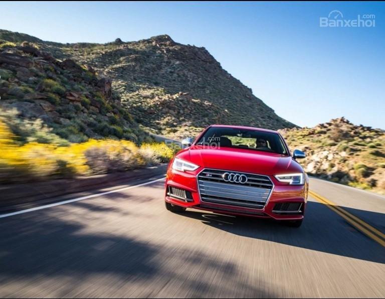 Đánh giá xe Audi S4 2018: Xe có khả năng tăng tốc mạnh mẽ.
