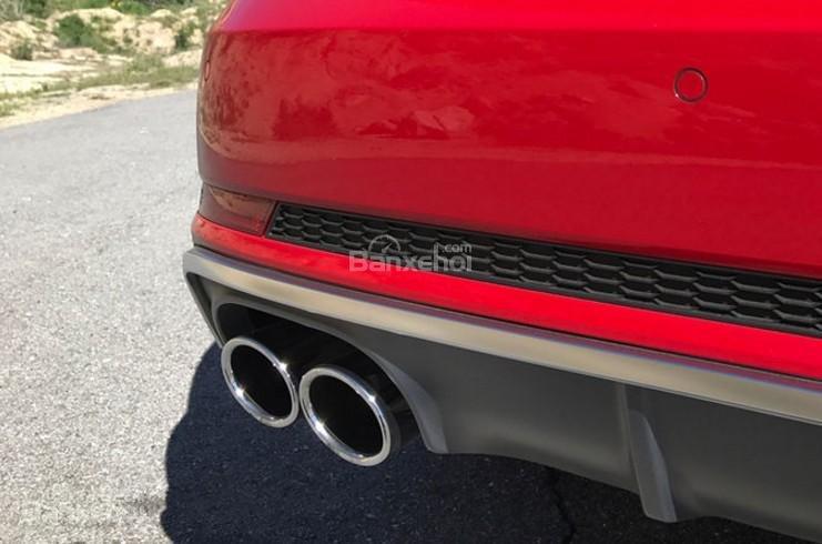 Đánh giá xe Audi S4 2018: Ống xả kép.